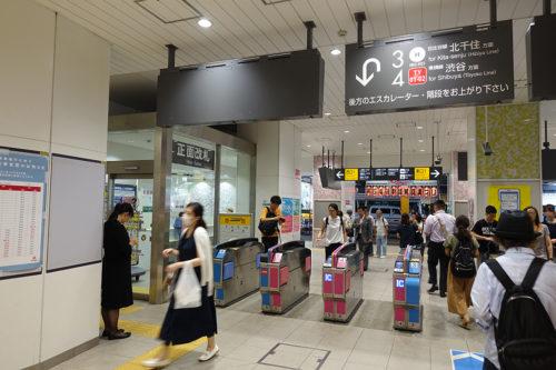 中目黒駅、正面改札の写真です。
