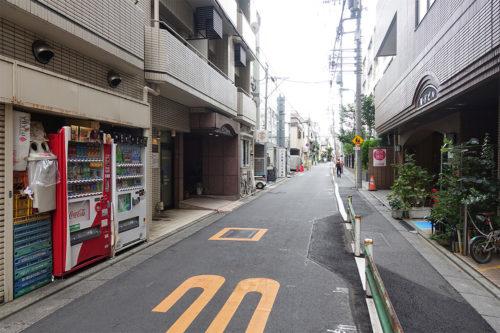 レップアップジム最寄りの通りの写真です。